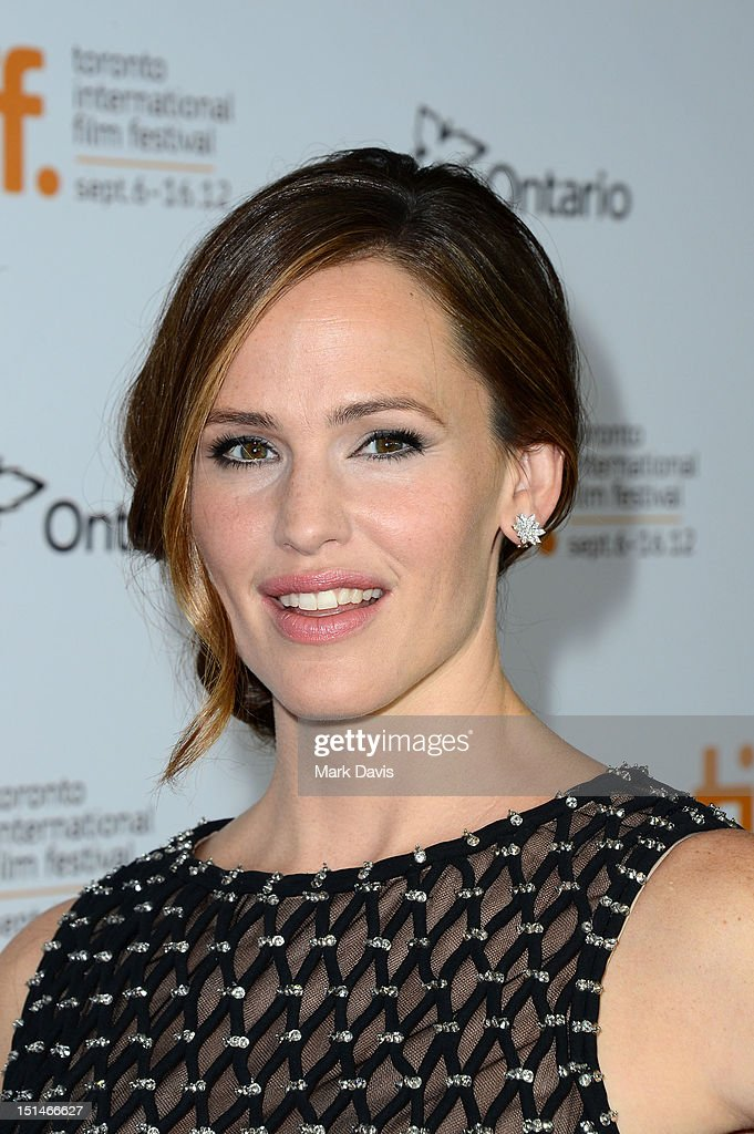 Actress <a gi-track='captionPersonalityLinkClicked' href=/galleries/search?phrase=Jennifer+Garner&family=editorial&specificpeople=201813 ng-click='$event.stopPropagation()'>Jennifer Garner</a> attends the 'Argo' premiere during the 2012 Toronto International Film Festival at Roy Thomson Hall on September 7, 2012 in Toronto, Canada.