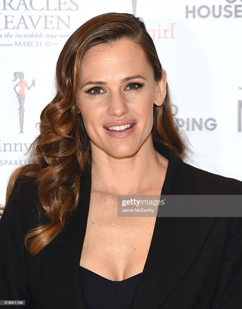 Actress <a gi-track='captionPersonalityLinkClicked' href=/galleries/search?phrase=Jennifer+Garner&family=editorial&specificpeople=201813 ng-click='$event.stopPropagation()'>Jennifer Garner</a> attends The MOMS 'Miracles From Heaven' Mamarazzi Screening at Hearst Tower on March 16, 2016 in New York City.