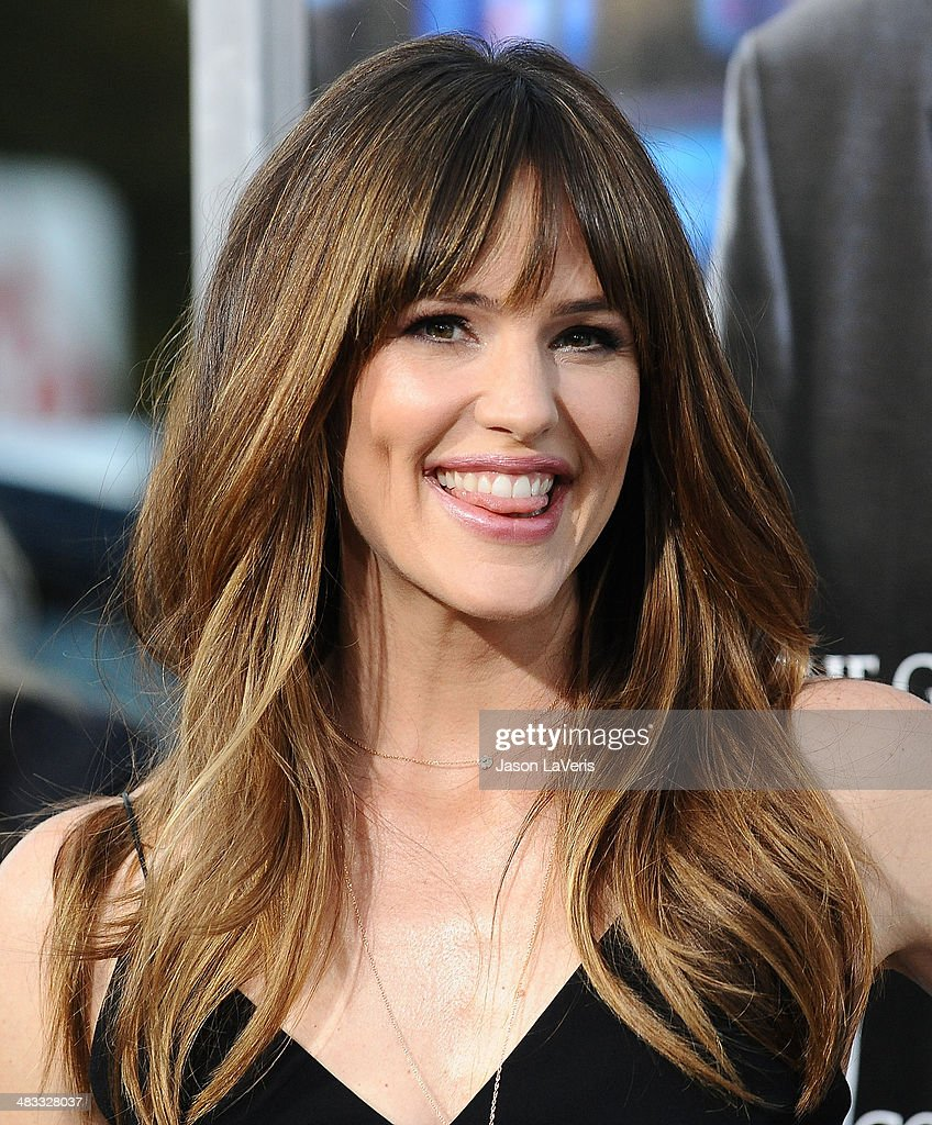 Actress <a gi-track='captionPersonalityLinkClicked' href=/galleries/search?phrase=Jennifer+Garner&family=editorial&specificpeople=201813 ng-click='$event.stopPropagation()'>Jennifer Garner</a> attends the premiere of 'Draft Day' at Regency Bruin Theatre on April 7, 2014 in Los Angeles, California.