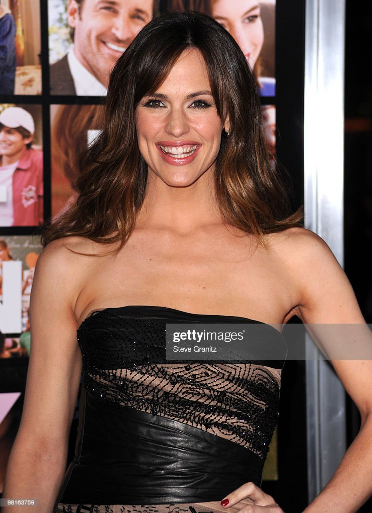 Actress Jennifer Garner attends the 'Valentine's Day' Los Angeles Premiere at Grauman's Chinese Theatre on February 8, 2010 in Hollywood, California.