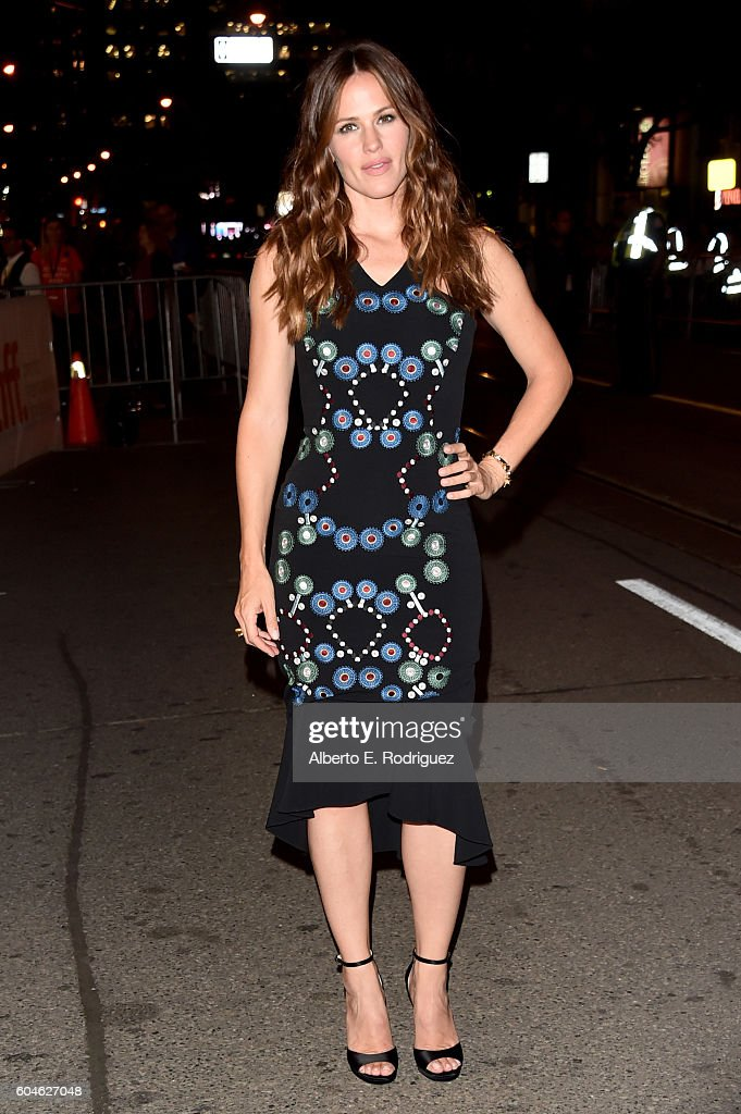 actress-jennifer-garner-attends-the-wakefield-premiere-during-the-picture-id604627048