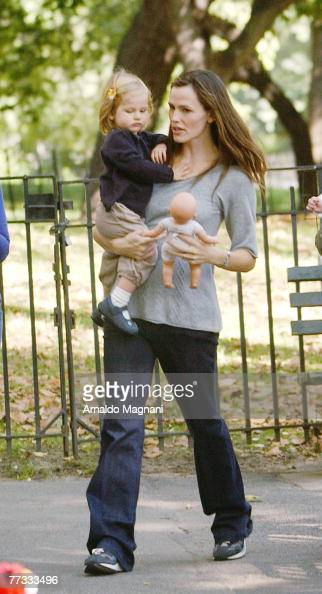 Actress Jennifer Garner holds her daugther daughter Violet in Central Park October 15 2007 in New York City