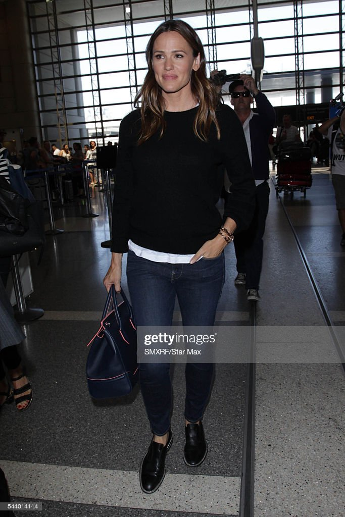 Actress <a gi-track='captionPersonalityLinkClicked' href=/galleries/search?phrase=Jennifer+Garner&family=editorial&specificpeople=201813 ng-click='$event.stopPropagation()'>Jennifer Garner</a> is seen on June 30, 2016 in Los Angeles, California.
