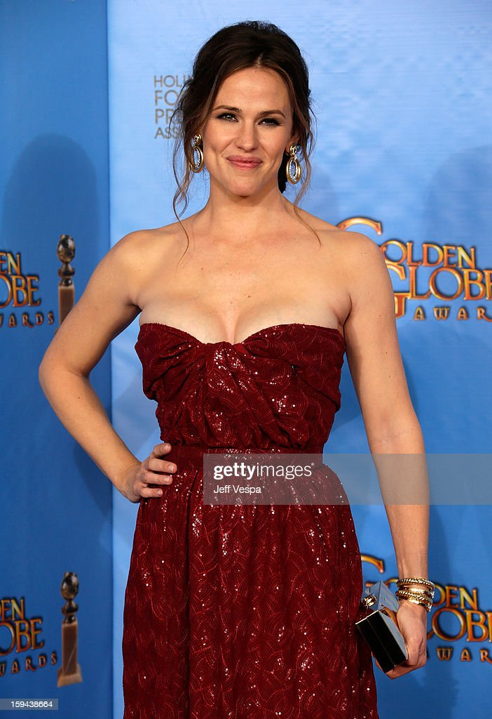 Actress <a gi-track='captionPersonalityLinkClicked' href=/galleries/search?phrase=Jennifer+Garner&family=editorial&specificpeople=201813 ng-click='$event.stopPropagation()'>Jennifer Garner</a> poses in the press room at the 70th Annual Golden Globe Awards held at The Beverly Hilton Hotel on January 13, 2013 in Beverly Hills, California.