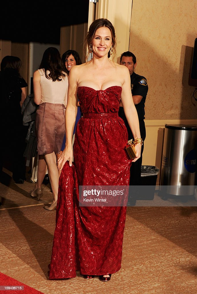 Actress <a gi-track='captionPersonalityLinkClicked' href=/galleries/search?phrase=Jennifer+Garner&family=editorial&specificpeople=201813 ng-click='$event.stopPropagation()'>Jennifer Garner</a> poses in the press room during the 70th Annual Golden Globe Awards held at The Beverly Hilton Hotel on January 13, 2013 in Beverly Hills, California.
