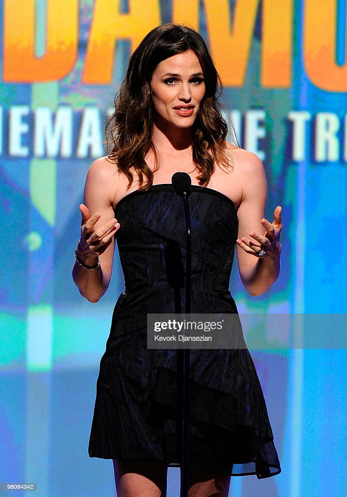 Actress Jennifer Garner speaks onstage during American Cinematheque 24th Annual Award Presentation To Matt Damon at The Beverly Hilton hotel on March 27, 2010 in Beverly Hills, California.