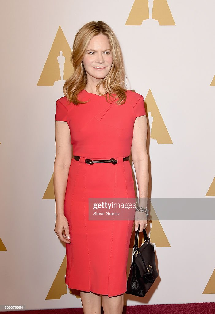 Actress <a gi-track='captionPersonalityLinkClicked' href=/galleries/search?phrase=Jennifer+Jason+Leigh&family=editorial&specificpeople=208958 ng-click='$event.stopPropagation()'>Jennifer Jason Leigh</a> attends the 88th Annual Academy Awards nominee luncheon on February 8, 2016 in Beverly Hills, California.