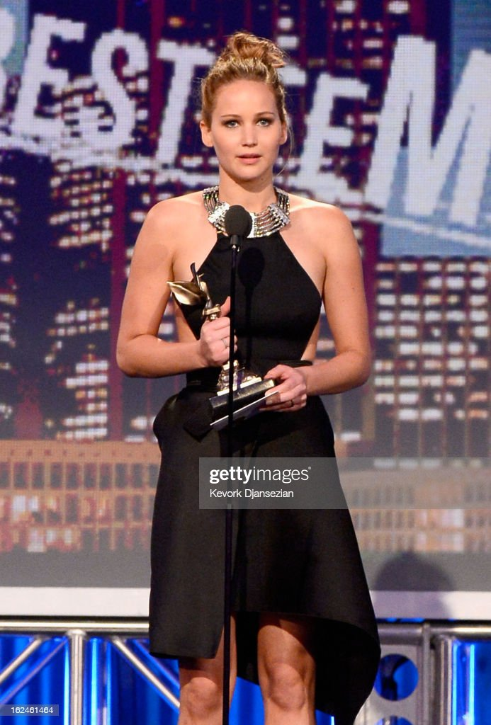 Actress <a gi-track='captionPersonalityLinkClicked' href=/galleries/search?phrase=Jennifer+Lawrence&family=editorial&specificpeople=1596040 ng-click='$event.stopPropagation()'>Jennifer Lawrence</a> accepts the award for Best Female Lead onstage during the 2013 Film Independent Spirit Awards at Santa Monica Beach on February 23, 2013 in Santa Monica, California.