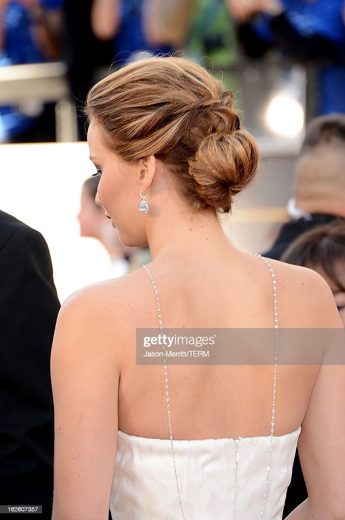 Actress Jennifer Lawrence (hair detail) arrives at the Oscars at Hollywood & Highland Center on February 24, 2013 in Hollywood, California.
