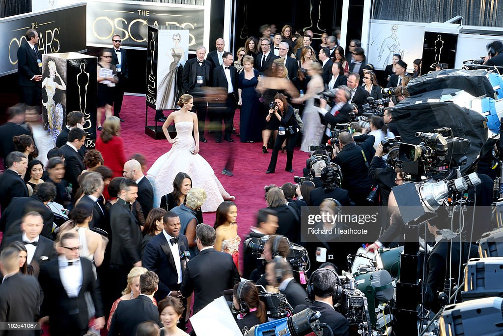 Actress <a gi-track='captionPersonalityLinkClicked' href=/galleries/search?phrase=Jennifer+Lawrence&family=editorial&specificpeople=1596040 ng-click='$event.stopPropagation()'>Jennifer Lawrence</a> (C) arrives at the Oscars held at Hollywood & Highland Center on February 24, 2013 in Hollywood, California.