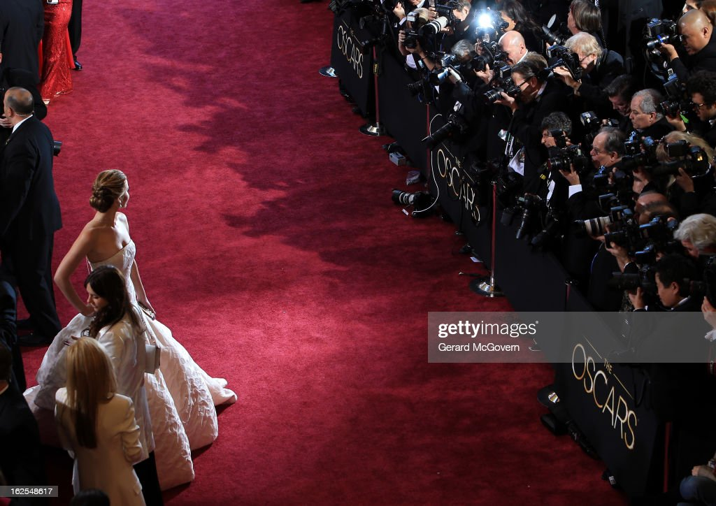Actress <a gi-track='captionPersonalityLinkClicked' href=/galleries/search?phrase=Jennifer+Lawrence&family=editorial&specificpeople=1596040 ng-click='$event.stopPropagation()'>Jennifer Lawrence</a> arrives at the Oscars held at Hollywood & Highland Center on February 24, 2013 in Hollywood, California.
