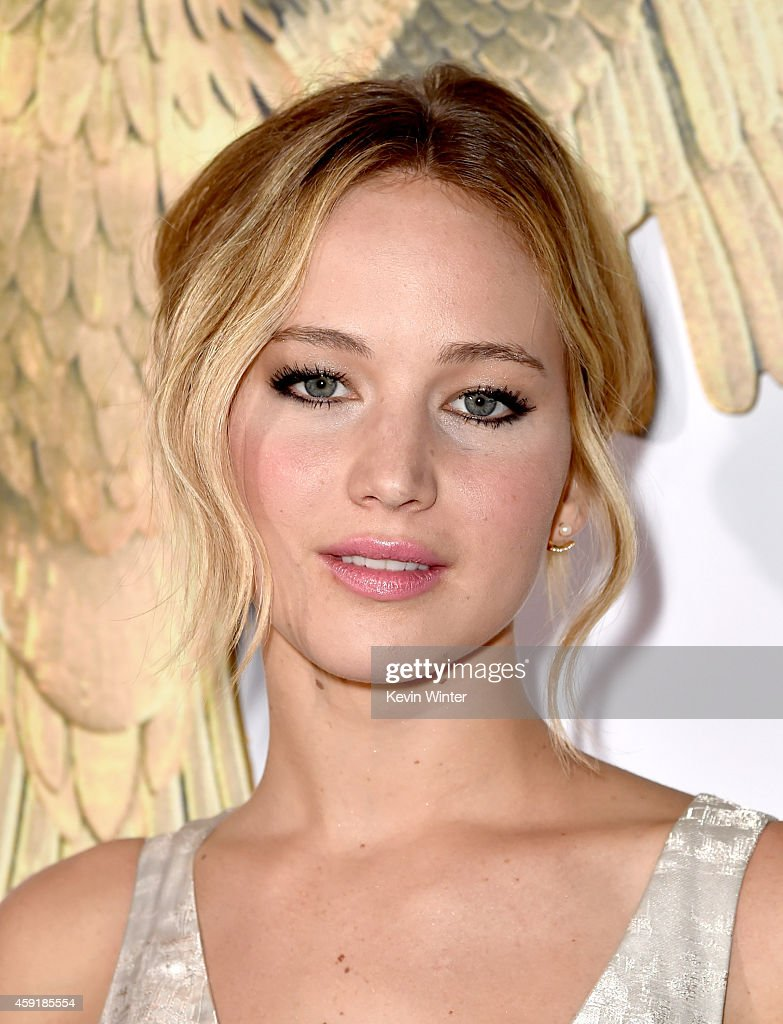 Actress <a gi-track='captionPersonalityLinkClicked' href=/galleries/search?phrase=Jennifer+Lawrence&family=editorial&specificpeople=1596040 ng-click='$event.stopPropagation()'>Jennifer Lawrence</a> arrives at the premiere of Lionsgate's 'The Hunger Games: Mockingjay - Part 1' at the Nokia Theatre on November 17, 2014 in Los Angeles, California.
