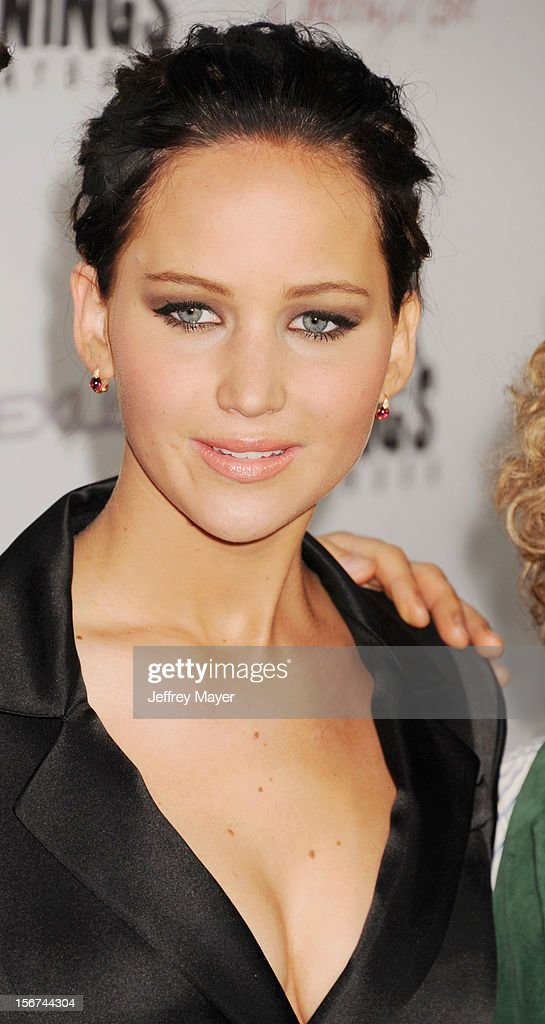 Actress <a gi-track='captionPersonalityLinkClicked' href=/galleries/search?phrase=Jennifer+Lawrence&family=editorial&specificpeople=1596040 ng-click='$event.stopPropagation()'>Jennifer Lawrence</a> arrives at the 'Silver Linings Playbook' - Los Angeles Special Screening at the Academy of Motion Picture Arts and Sciences on November 19, 2012 in Beverly Hills, California.