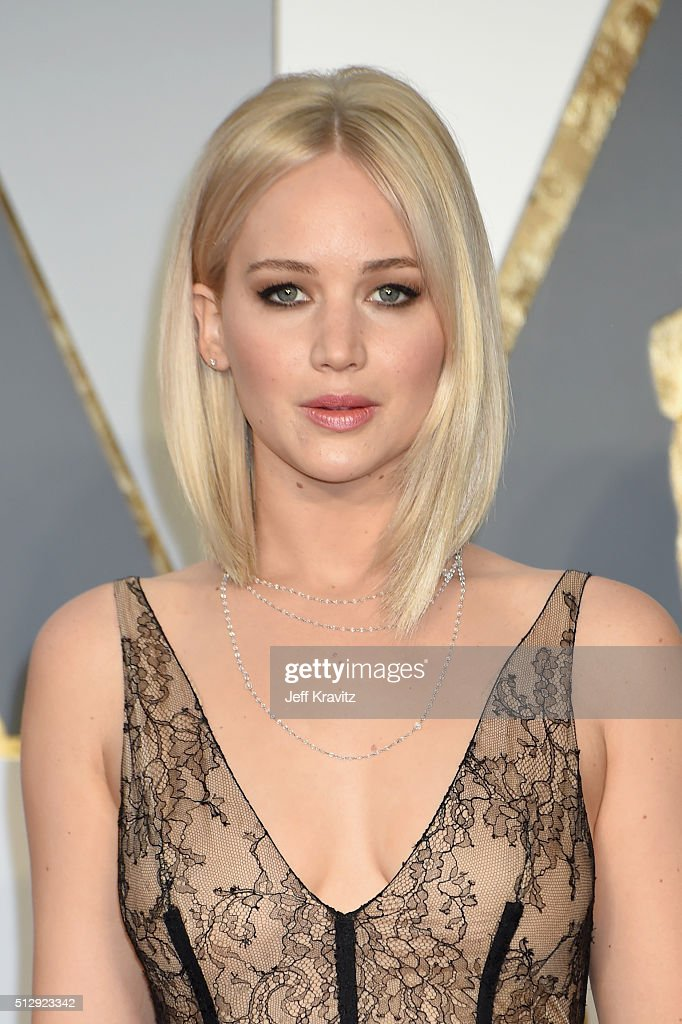 Actress <a gi-track='captionPersonalityLinkClicked' href=/galleries/search?phrase=Jennifer+Lawrence&family=editorial&specificpeople=1596040 ng-click='$event.stopPropagation()'>Jennifer Lawrence</a> attends the 88th Annual Academy Awards at Hollywood & Highland Center on February 28, 2016 in Hollywood, California.