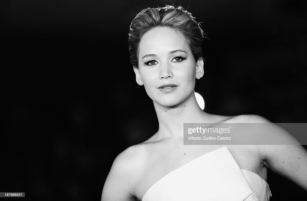 Actress <a gi-track='captionPersonalityLinkClicked' href=/galleries/search?phrase=Jennifer+Lawrence&family=editorial&specificpeople=1596040 ng-click='$event.stopPropagation()'>Jennifer Lawrence</a> attends the 'The Hunger Games: Catching Fire' Premiere during The 8th Rome Film Festival at Auditorium Parco Della Musica on November 14, 2013 in Rome, Italy.