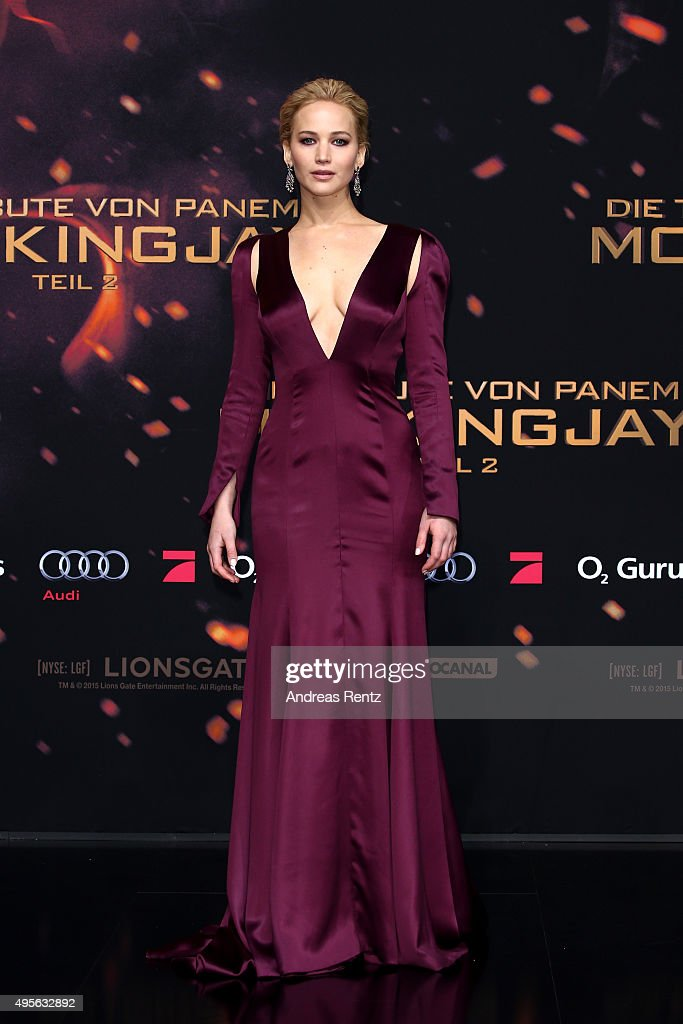 Actress <a gi-track='captionPersonalityLinkClicked' href=/galleries/search?phrase=Jennifer+Lawrence&family=editorial&specificpeople=1596040 ng-click='$event.stopPropagation()'>Jennifer Lawrence</a> attends the world premiere of the film 'The Hunger Games: Mockingjay - Part 2' at CineStar on November 4, 2015 in Berlin, Germany.