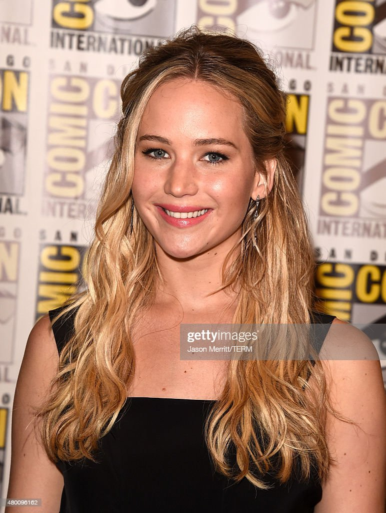Actress <a gi-track='captionPersonalityLinkClicked' href=/galleries/search?phrase=Jennifer+Lawrence&family=editorial&specificpeople=1596040 ng-click='$event.stopPropagation()'>Jennifer Lawrence</a> of 'The Hunger Games: Mockingjay - Part 2' attends the Lionsgate press room during Comic-Con International 2015 at the Hilton Bayfront on July 9, 2015 in San Diego, California.