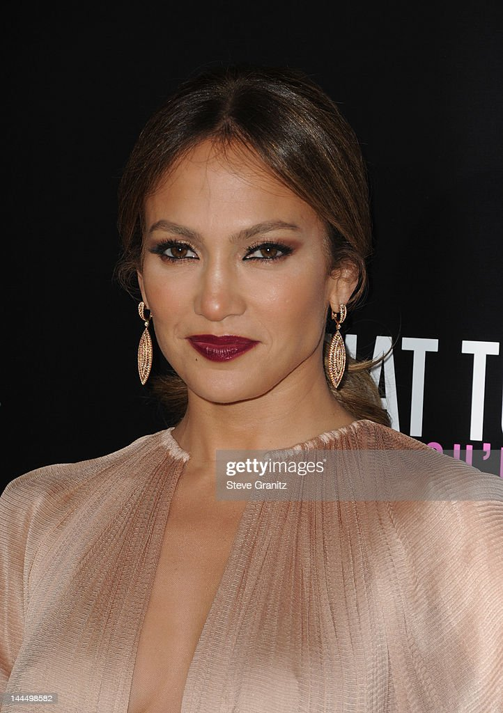 Actress <a gi-track='captionPersonalityLinkClicked' href=/galleries/search?phrase=Jennifer+Lopez&family=editorial&specificpeople=201784 ng-click='$event.stopPropagation()'>Jennifer Lopez</a> arrives at the Los Angeles premiere of 'What To Expect When You're Expecting' at Grauman's Chinese Theatre on May 14, 2012 in Hollywood, California.