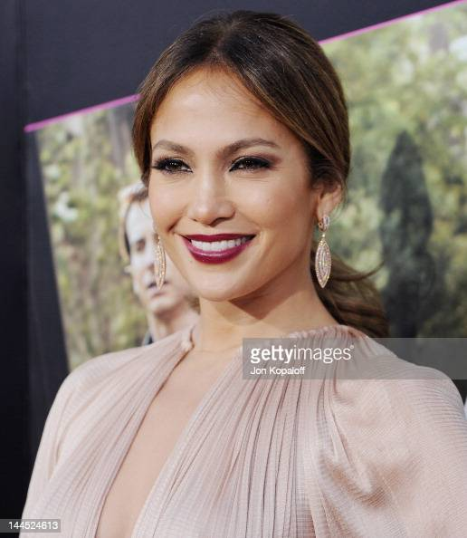 Actress Jennifer Lopez arrives at the Los Angeles Premiere 'What To Expect When You're Expecting' at Grauman's Chinese Theatre on May 14 2012 in...