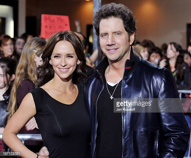Actress Jennifer Love Hewitt and actor Jamie Kennedy arrive at the Los Angeles Premiere jk'The Twilight Saga New Moon' at Mann Bruin Theatre on...