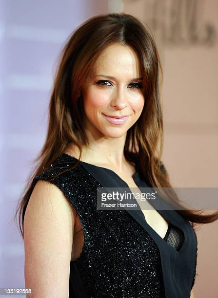 Actress Jennifer Love Hewitt arrives at The Hollywood Reporter's Annual 'Power 100 Women In Entertainment Breakfast' at The Beverly Hills Hotel on...