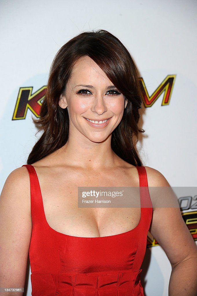 Actress <a gi-track='captionPersonalityLinkClicked' href=/galleries/search?phrase=Jennifer+Love+Hewitt&family=editorial&specificpeople=202883 ng-click='$event.stopPropagation()'>Jennifer Love Hewitt</a> arrives at the KIIS FM's Jingle Ball 2011 at Nokia Theatre L.A. Live on December 3, 2011 in Los Angeles, California.