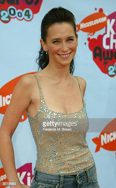 Actress Jennifer Love Hewitt attends Nickelodeon's 17th Annual Kids' Choice Awards at Pauley Pavilion on the campus of UCLA April 3 2004 in Westwood...
