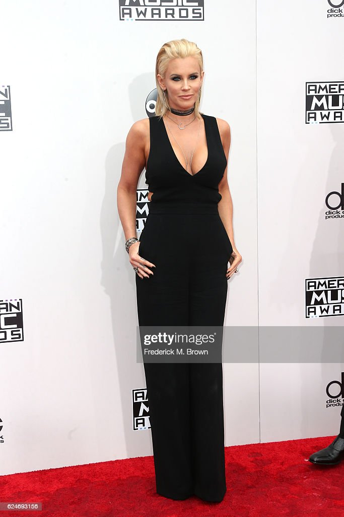 actress-jenny-mccarthy-attends-the-2016-american-music-awards-at-on-picture-id624693156
