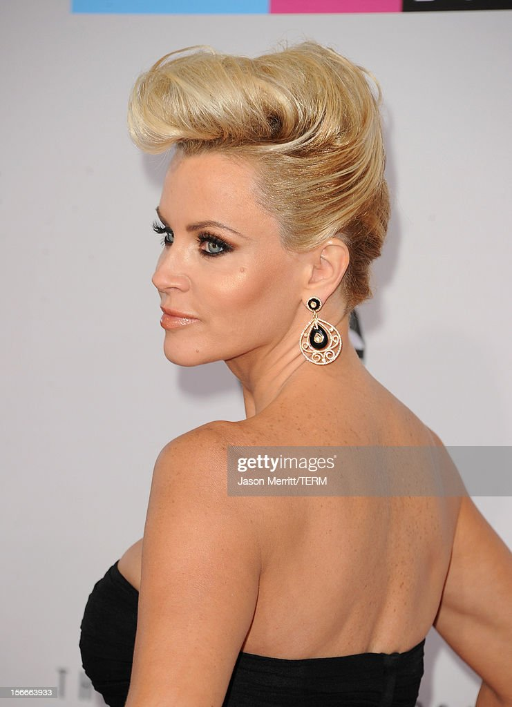 Actress Jenny McCarthy attends the 40th American Music Awards held at Nokia Theatre L.A. Live on November 18, 2012 in Los Angeles, California.