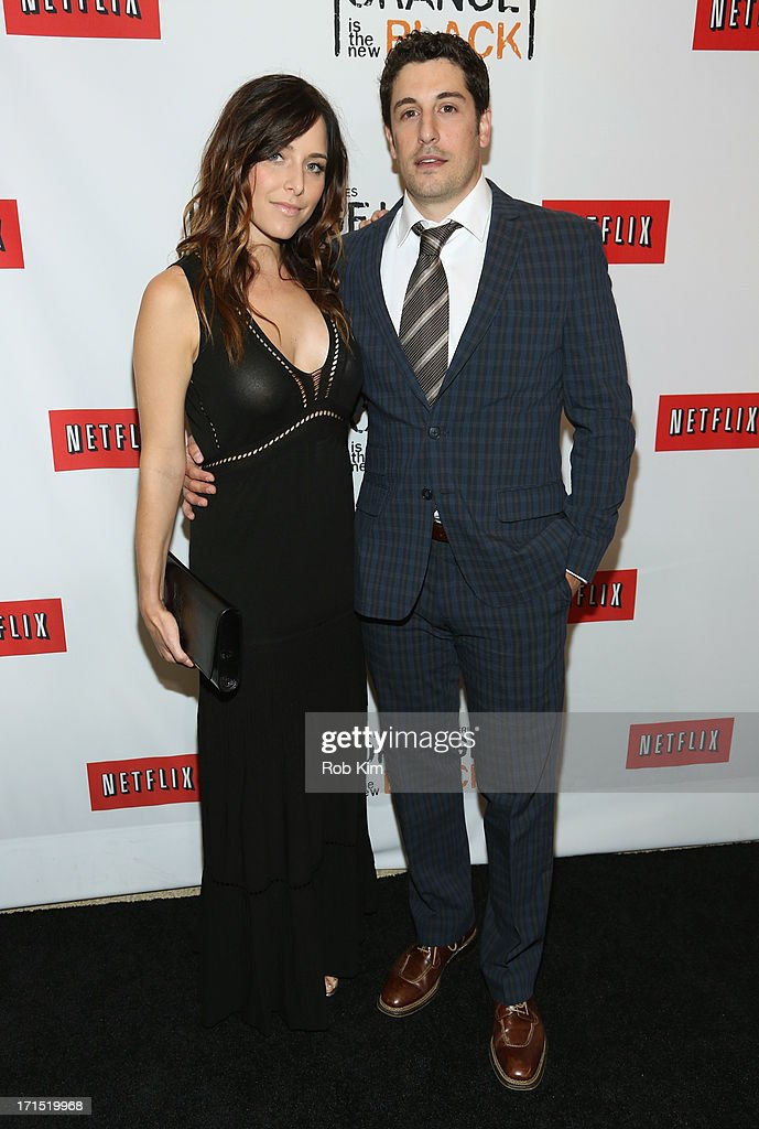 Actress <a gi-track='captionPersonalityLinkClicked' href=/galleries/search?phrase=Jenny+Mollen&family=editorial&specificpeople=599177 ng-click='$event.stopPropagation()'>Jenny Mollen</a> (L) and Actor <a gi-track='captionPersonalityLinkClicked' href=/galleries/search?phrase=Jason+Biggs+-+Actor&family=editorial&specificpeople=210701 ng-click='$event.stopPropagation()'>Jason Biggs</a> attend 'Orange Is The New Black' New York Premiere at The New York Botanical Garden on June 25, 2013 in New York City.