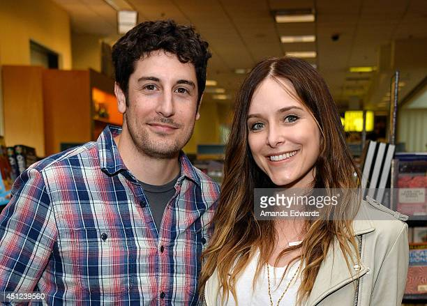 Actress Jenny Mollen poses with her husband actor Jason Biggs before signing and discussing her new book 'I Like You Just The Way I Am' at Barnes...