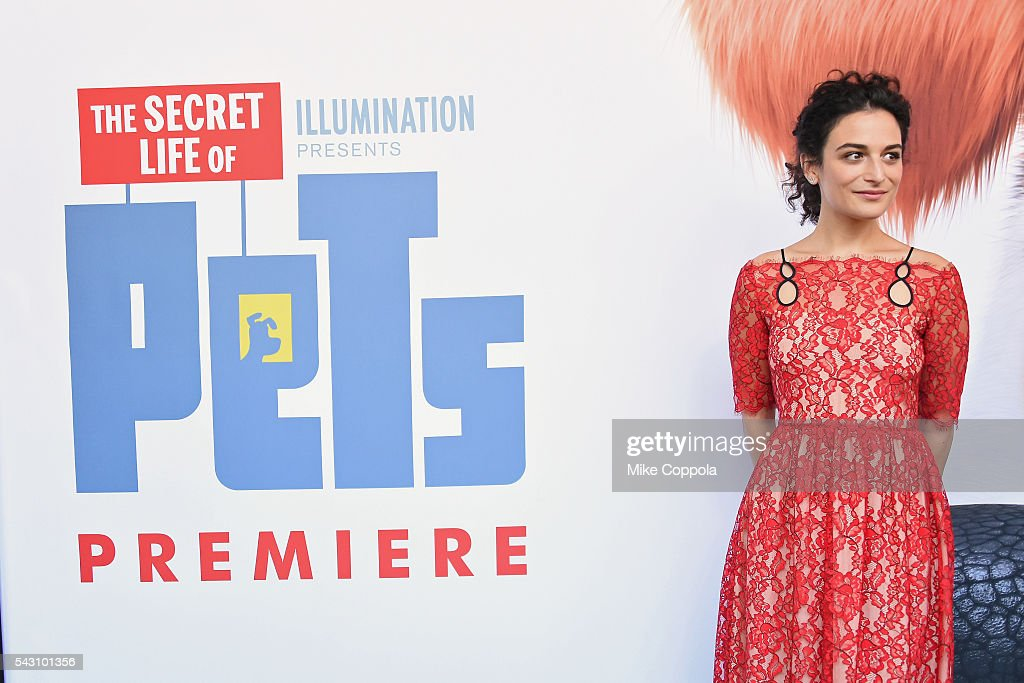 Actress <a gi-track='captionPersonalityLinkClicked' href=/galleries/search?phrase=Jenny+Slate&family=editorial&specificpeople=6250499 ng-click='$event.stopPropagation()'>Jenny Slate</a>, attends 'The Secret Life Of Pets' New York Premiere at David H. Koch Theater at Lincoln Center on June 25, 2016 in New York City.