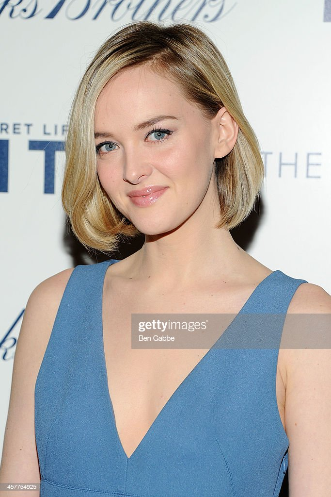 Actress <a gi-track='captionPersonalityLinkClicked' href=/galleries/search?phrase=Jess+Weixler&family=editorial&specificpeople=4117574 ng-click='$event.stopPropagation()'>Jess Weixler</a> attends the 20th Century Fox with The Cinema Society & Brooks Brothers screening of 'The Secret Life of Walter Mitty' at The Museum of Modern Art on December 18, 2013 in New York City.