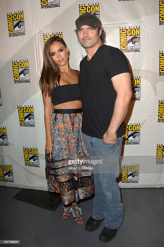 Actress <a gi-track='captionPersonalityLinkClicked' href=/galleries/search?phrase=Jessica+Alba&family=editorial&specificpeople=201811 ng-click='$event.stopPropagation()'>Jessica Alba</a> (L) and writer/director Robert Rodriguez attend 'Frank Miller's Sin City: A Dame To Kill For' panel during Comic-Con International 2014 at San Diego Convention Center on July 26, 2014 in San Diego, California.