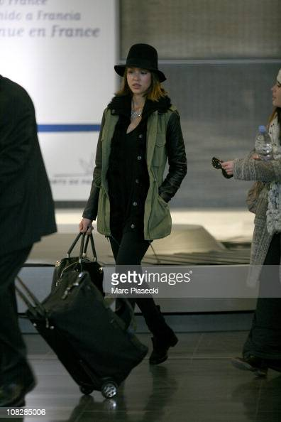 Actress Jessica Alba arrives at Roissy Airportto attend the Paris Haute Couture Fashion Week Spring/Summer 2011 at on January 24 2011 in Paris France