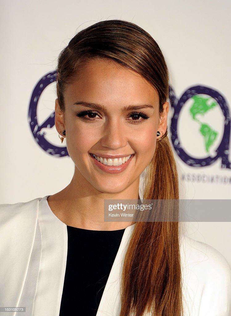Actress <a gi-track='captionPersonalityLinkClicked' href=/galleries/search?phrase=Jessica+Alba&family=editorial&specificpeople=201811 ng-click='$event.stopPropagation()'>Jessica Alba</a> arrives at the 2012 Environmental Media Awards at Warner Brothers Studios on September 29, 2012 in Burbank, California.