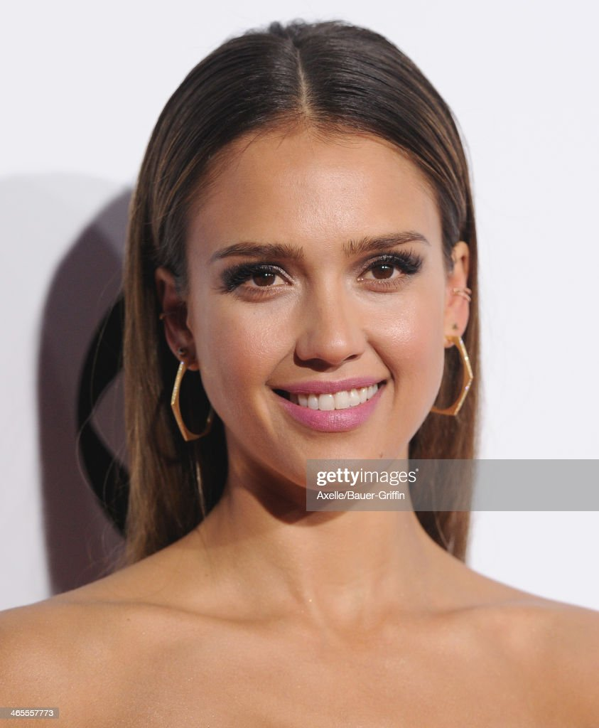Actress <a gi-track='captionPersonalityLinkClicked' href=/galleries/search?phrase=Jessica+Alba&family=editorial&specificpeople=201811 ng-click='$event.stopPropagation()'>Jessica Alba</a> arrives at The 40th Annual People's Choice Awards at Nokia Theatre L.A. Live on January 8, 2014 in Los Angeles, California.