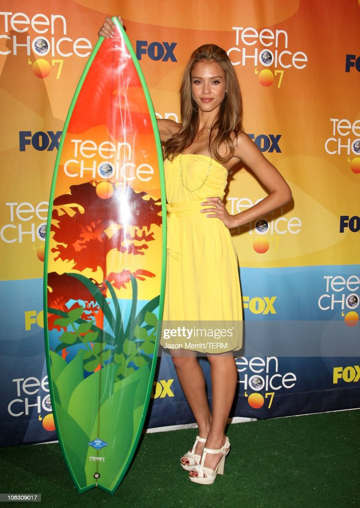 Actress <a gi-track='captionPersonalityLinkClicked' href=/galleries/search?phrase=Jessica+Alba&family=editorial&specificpeople=201811 ng-click='$event.stopPropagation()'>Jessica Alba</a> at the 2007 Teen Choice Awards at the Gibson Amphitheater on August 26, 2007 in Universal City, California.