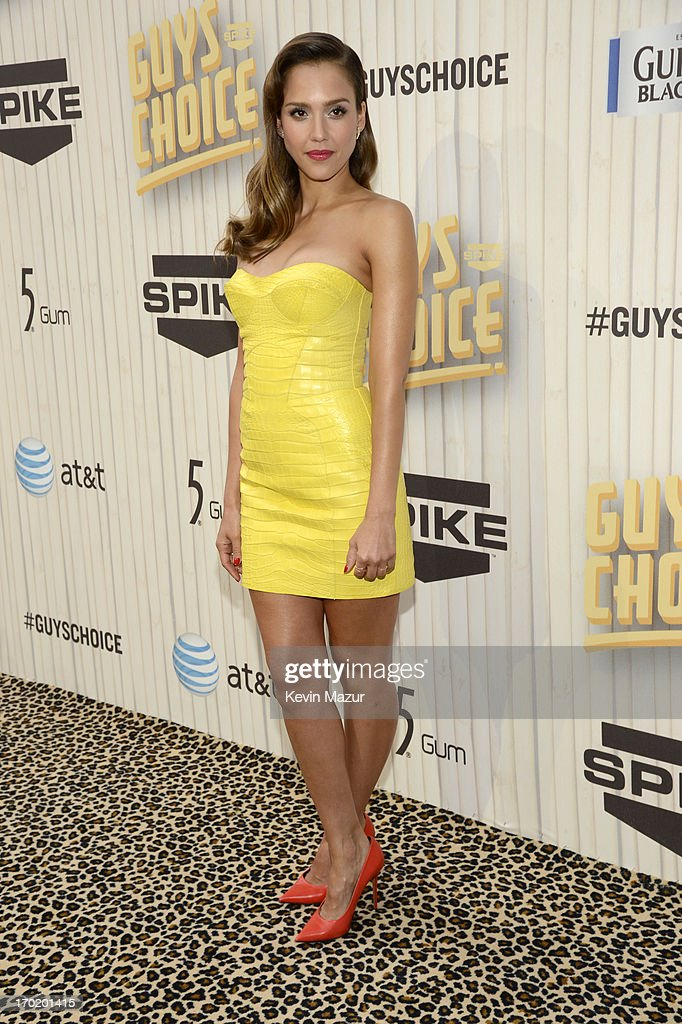 Actress Jessica Alba attends the 2013 Spike TV Guys Choice at Sony Pictures Studios on June 8, 2013 in Culver City, California.