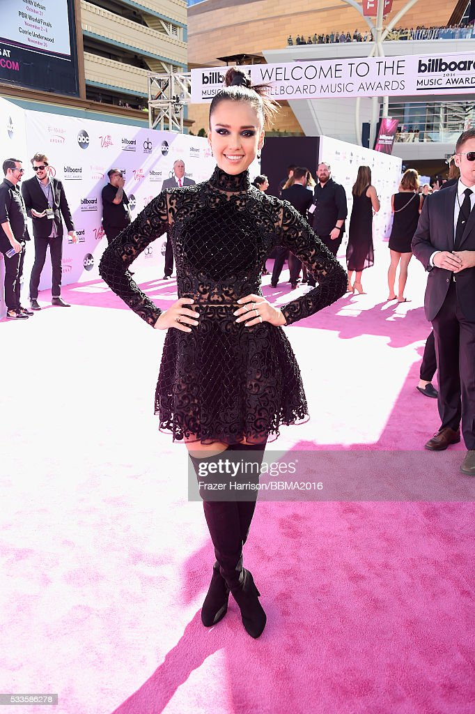 actress-jessica-alba-attends-the-2016-billboard-music-awards-at-on-picture-id533586278