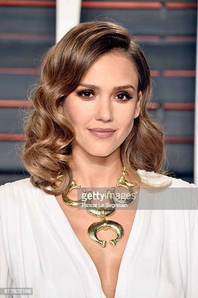 Actress Jessica Alba attends the 2016 Vanity Fair Oscar Party Hosted By Graydon Carter at the Wallis Annenberg Center for the Performing Arts on...