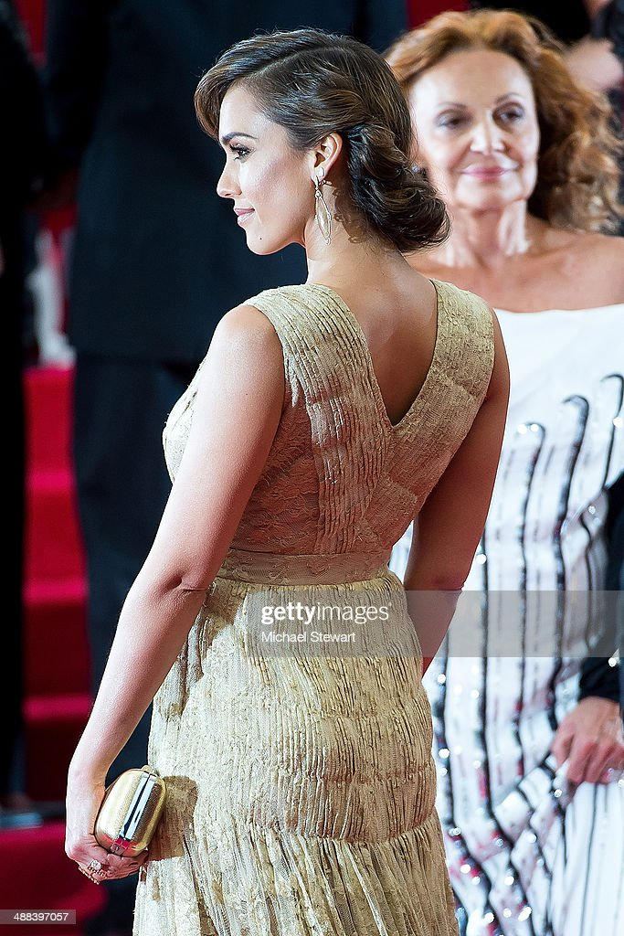 Actress <a gi-track='captionPersonalityLinkClicked' href=/galleries/search?phrase=Jessica+Alba&family=editorial&specificpeople=201811 ng-click='$event.stopPropagation()'>Jessica Alba</a> attends the 'Charles James: Beyond Fashion' Costume Institute Gala at the Metropolitan Museum of Art on May 5, 2014 in New York City.