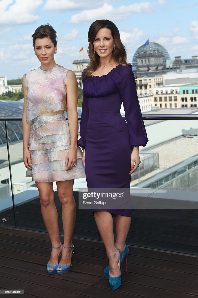 Actress <a gi-track='captionPersonalityLinkClicked' href=/galleries/search?phrase=Jessica+Biel&family=editorial&specificpeople=203011 ng-click='$event.stopPropagation()'>Jessica Biel</a> (L) and actress Kate Beckinsale attend the Berlin to photocall for 'Total Recall' on the terrace of the China Club on August 13, 2012 in Berlin, Germany.