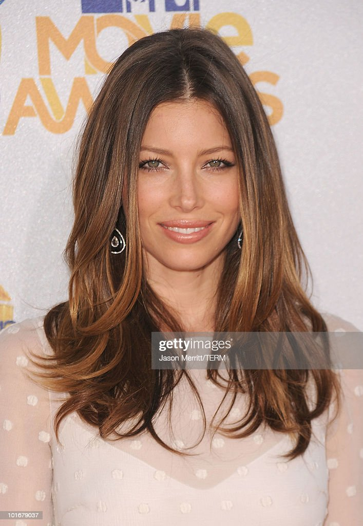 Actress <a gi-track='captionPersonalityLinkClicked' href=/galleries/search?phrase=Jessica+Biel&family=editorial&specificpeople=203011 ng-click='$event.stopPropagation()'>Jessica Biel</a> arrives at the 2010 MTV Movie Awards at Gibson Amphitheatre on June 6, 2010 in Universal City, California.