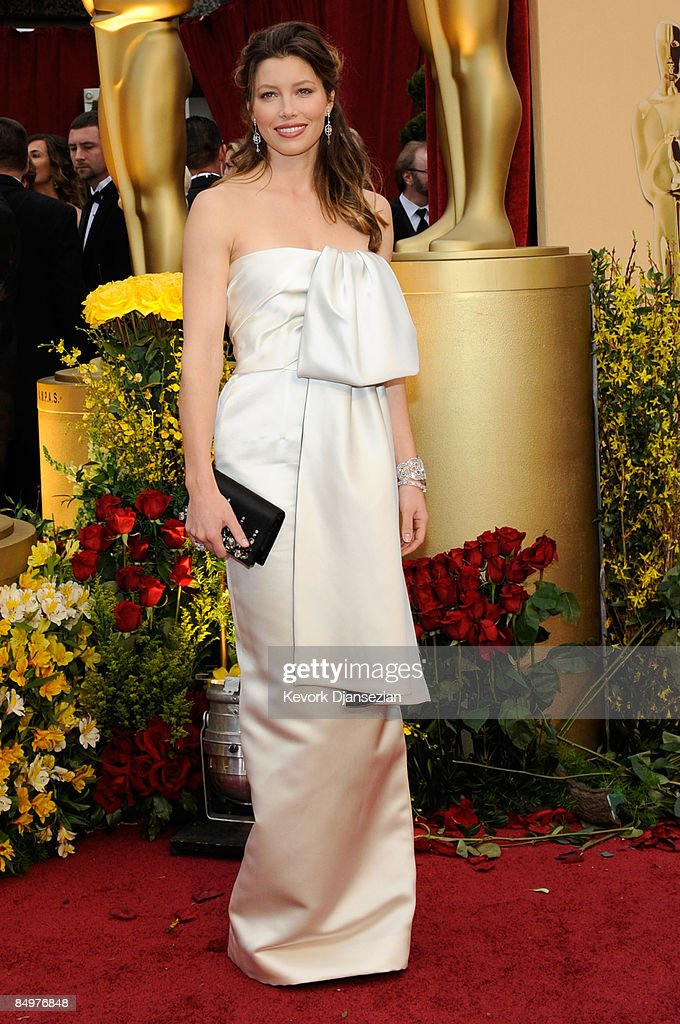 Actress <a gi-track='captionPersonalityLinkClicked' href=/galleries/search?phrase=Jessica+Biel&family=editorial&specificpeople=203011 ng-click='$event.stopPropagation()'>Jessica Biel</a> arrives at the 81st Annual Academy Awards held at Kodak Theatre on February 22, 2009 in Los Angeles, California.