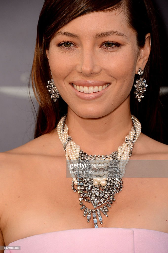 Actress <a gi-track='captionPersonalityLinkClicked' href=/galleries/search?phrase=Jessica+Biel&family=editorial&specificpeople=203011 ng-click='$event.stopPropagation()'>Jessica Biel</a> arrives at the premiere of Columbia Pictures' 'Total Recall' held at Grauman's Chinese Theatre on August 1, 2012 in Hollywood, California