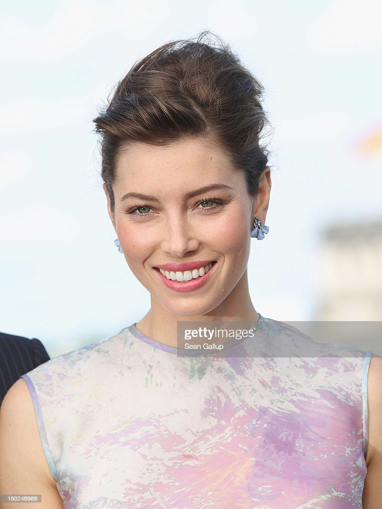 Actress <a gi-track='captionPersonalityLinkClicked' href=/galleries/search?phrase=Jessica+Biel&family=editorial&specificpeople=203011 ng-click='$event.stopPropagation()'>Jessica Biel</a> attends the Berlin to photocall for 'Total Recall' on the terrace of the China Club on August 13, 2012 in Berlin, Germany.