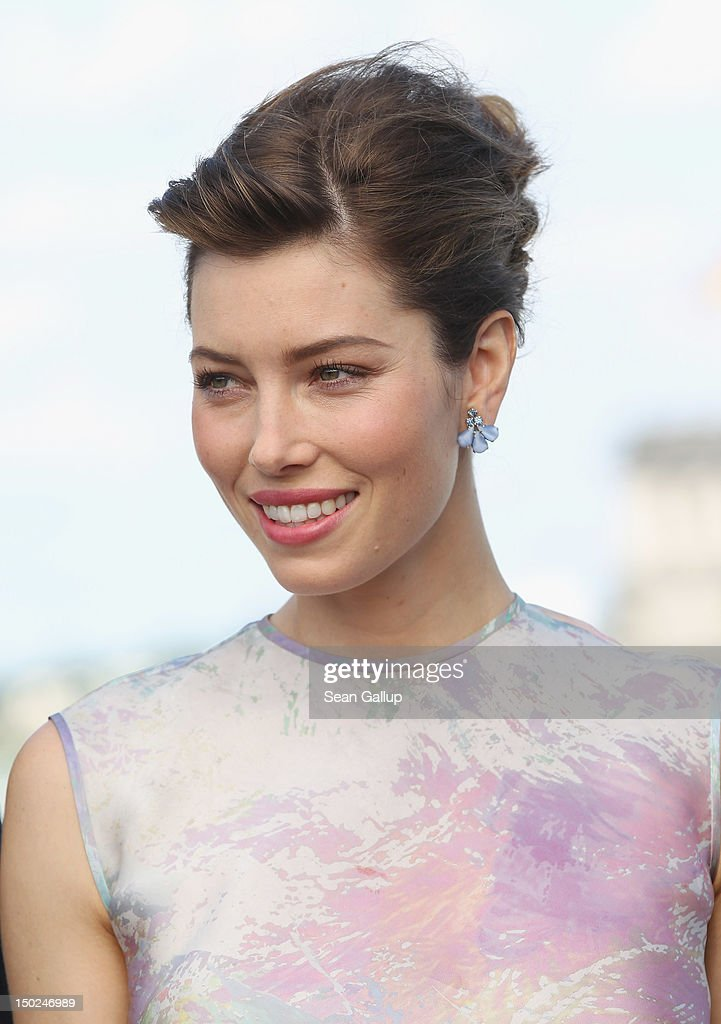 Actress Jessica Biel attends the Berlin to photocall for 'Total Recall' on the terrace of the China Club on August 13, 2012 in Berlin, Germany.
