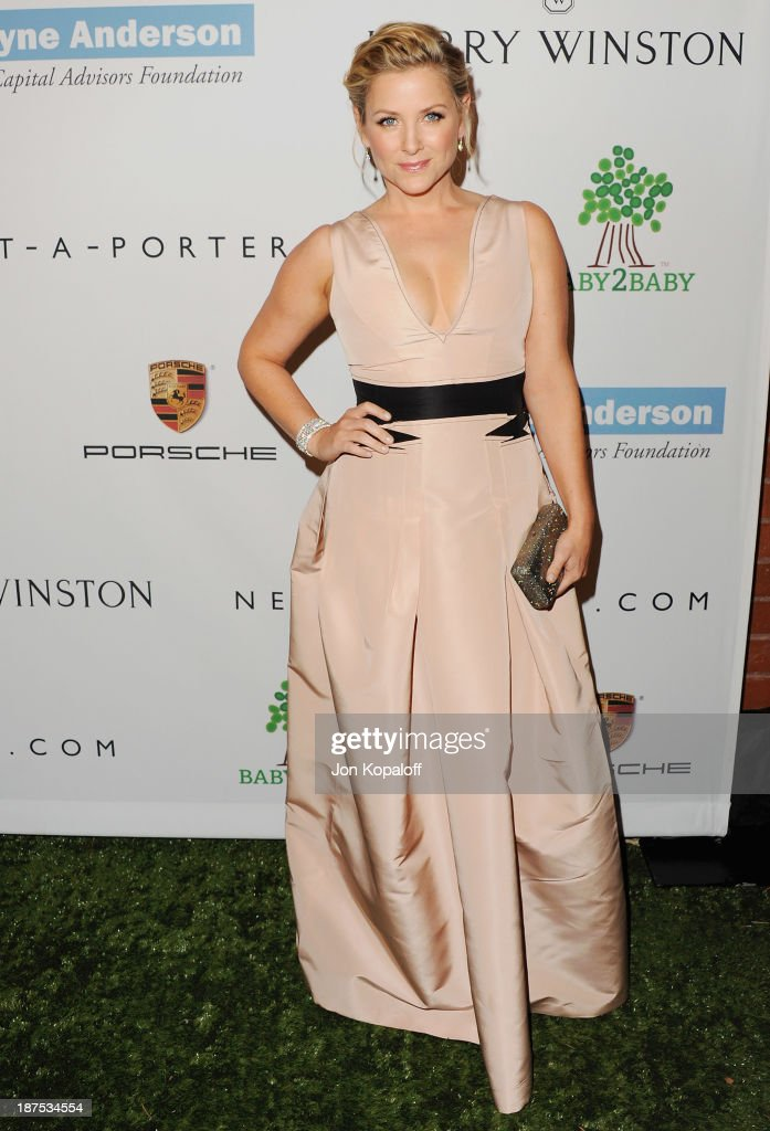 Actress <a gi-track='captionPersonalityLinkClicked' href=/galleries/search?phrase=Jessica+Capshaw&family=editorial&specificpeople=207034 ng-click='$event.stopPropagation()'>Jessica Capshaw</a> arrives at the 2nd Annual Baby2Baby Gala at The Book Bindery on November 9, 2013 in Culver City, California.