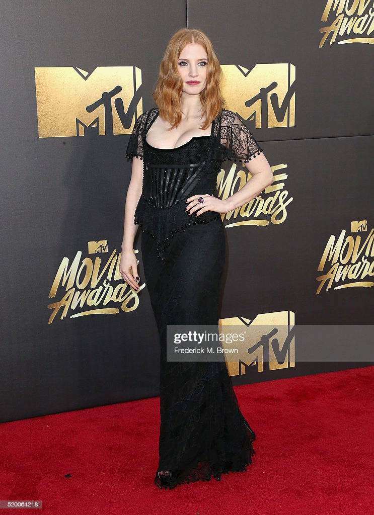 actress-jessica-chastain-attends-the-2016-mtv-movie-awards-at-warner-picture-id520064218